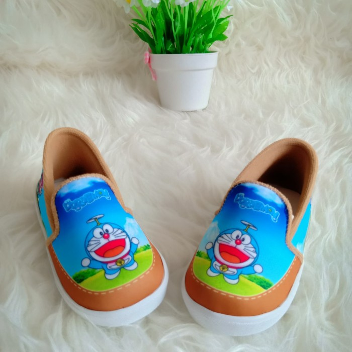 sepatu anak perempuan slip on karakter doraemon sepatu slip on anak