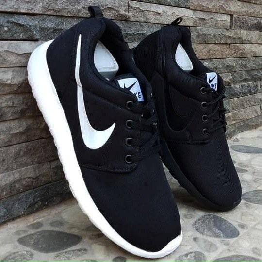Jual Sepatu Nike Rosherun Hitam Putih Sneakers Pria   Wanita ... 177195e321