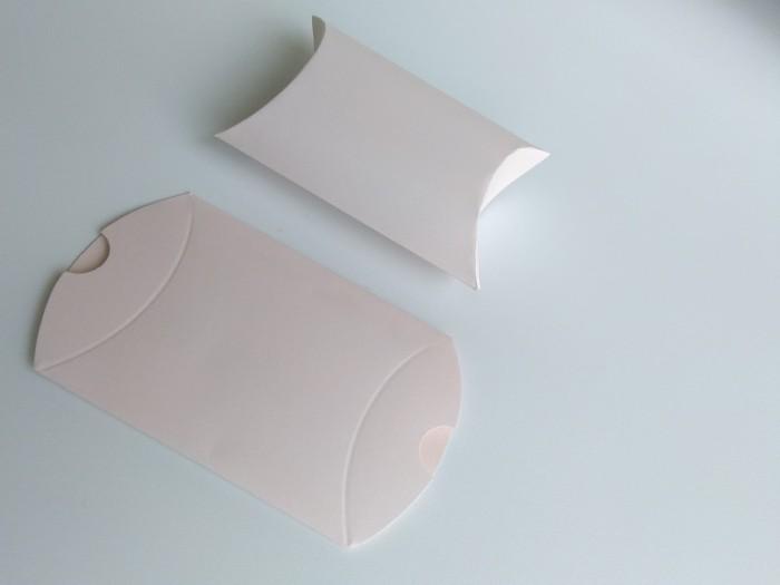 Foto Produk [PILLOW BOX EXTRA SMALL: 8x11x3 cm] JASMINE SOFT PINK dus / box dari fave paper