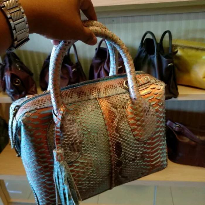 Tas kulit ular asli kualitas super harga Tas kulit ular asli kualitas super  Tokopedia.com. Rp. 2502500 2b61b9f120