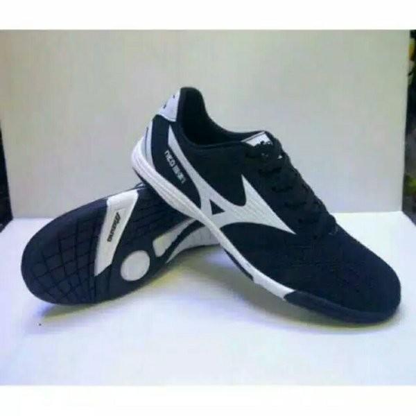 Jual sepatu futsal mizuno hitam list putih - junianstore1  6415f30619