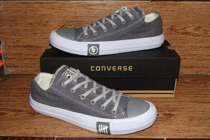 SEPATU CONVERSE ALL STAR UNDEFEATED CHUCK TAYLOR 2 CT 2 casual SHOES -  Abu-abu 03d43af326