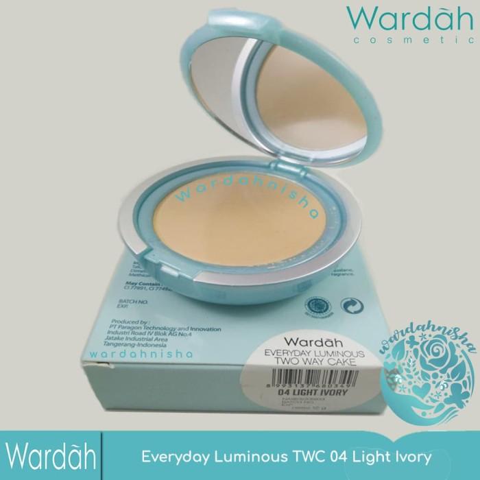 Wardah Everyday Luminous Two Way Cake 04 Light Ivory