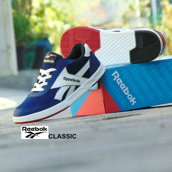 harga Sepatu sneakers reebok casual classic - biru navy putih - kuliah pria  Tokopedia.com 1ce5ea3caf