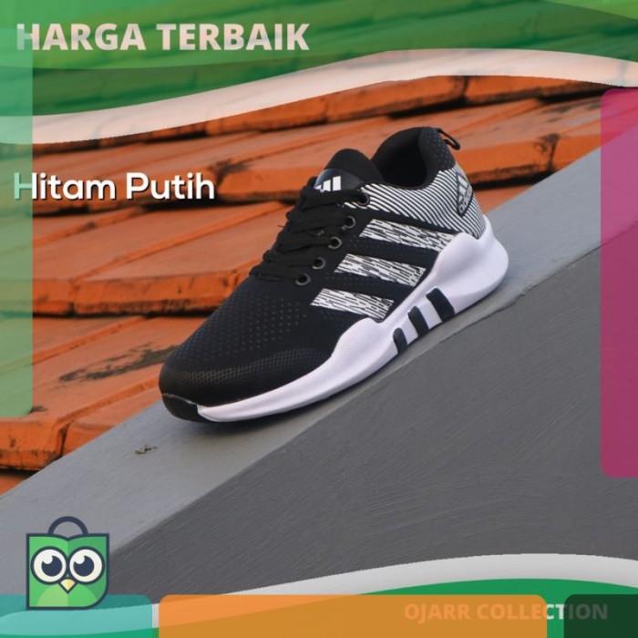Jual Sepatu Sneakers Adidas Nmd R1 Wanita Warna Hitam Putih Cocok