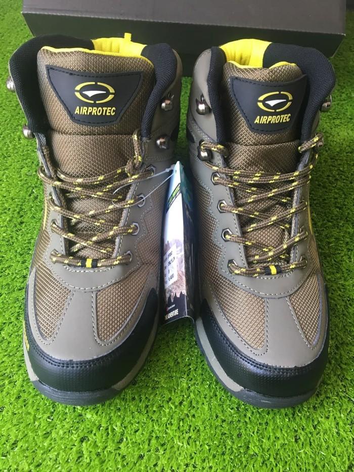 Sepatu Trekking Hiking Gunung Outdoor Shoes Air Protect Columbia Coral -  Cokelat 6aac34e482