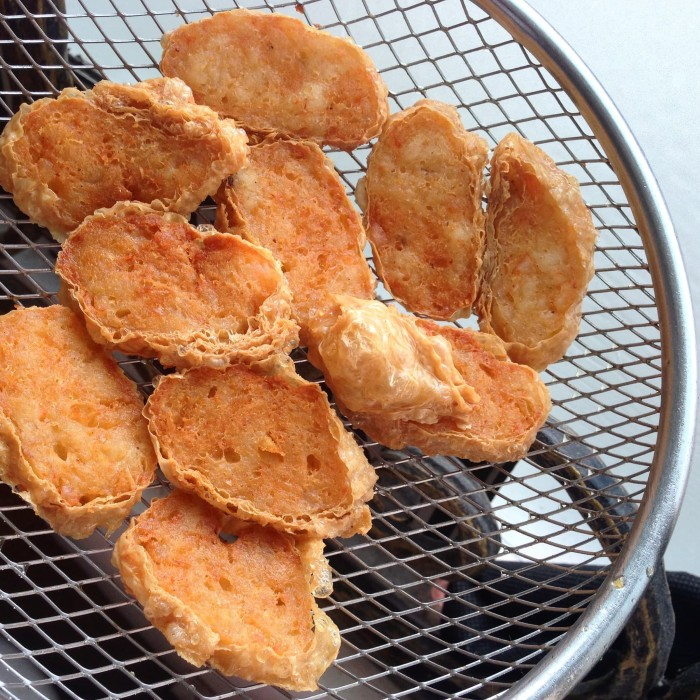 harga Frozen food shrimp rolls / lumpia udang kulit tahu / hekeng halal Tokopedia.com