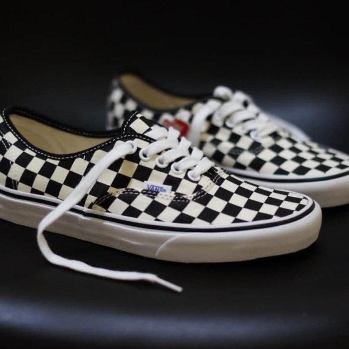 feebb10ed20020 Vans Authentic Golden Coast   Authentic Black White Checkerboard