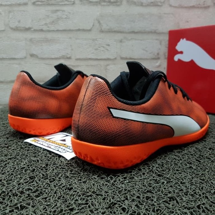Jual Sepatu futsal Puma Rapido IT Original 104799-01 ... df0aa16b744