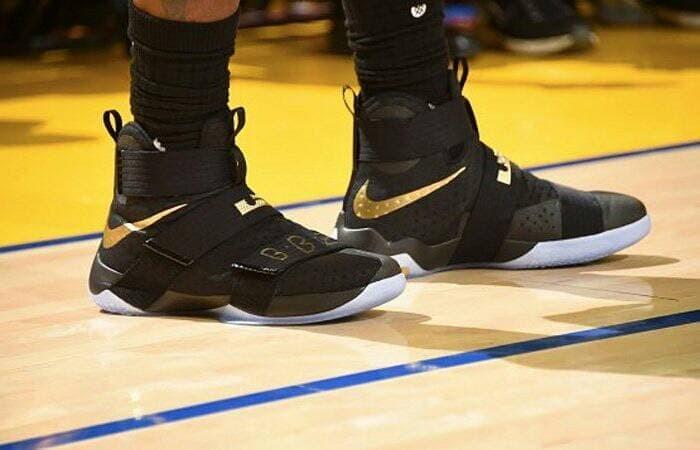 f42af2bab9b9 Jual Best Seller sepatu basket nike lebron soldier 10 black gold ...