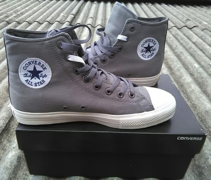 85fc7bb81079 Sepatu Kets Converse Chuck Taylor 2 CT2 High Grey Sepatu Converse BNIB