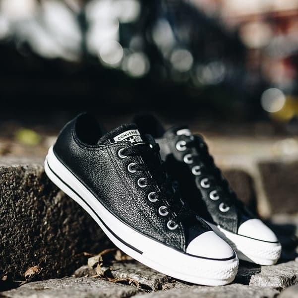 Jual Sepatu Converse Chuck Taylor All Star OX Leather Black White ... ac63c648da