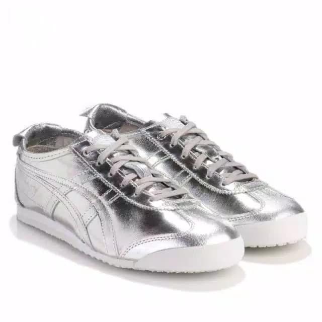 check out 4e7a0 c9362 Jual Sepatu Asics Onitsuka Tiger Mexico 66 silver - DKI Jakarta - Tristan  Collection | Tokopedia