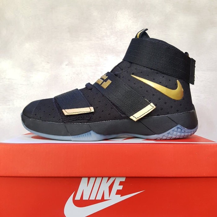 Jual Sepatu Basket Nike Lebron Soldier 11 Black gold Berkualitas ... 96b4c1a947