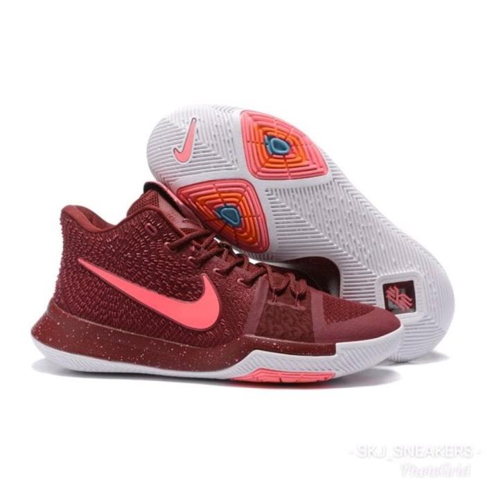 Nike Kyrie maron