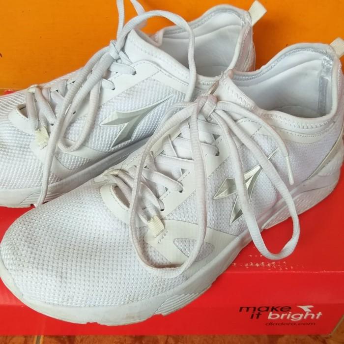 Jual Sepatu Diadora Putih Size 39 (Second) Original - tarama  694f3f6a23