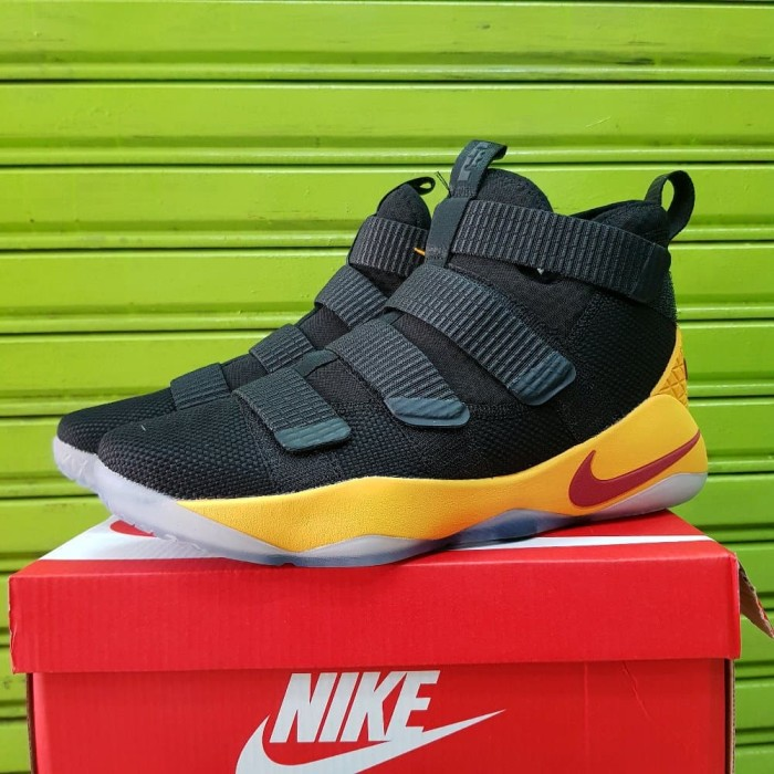 Jual Sepatu Basket Nike Lebron Soldier 11 Black Limited - parit44 ... 8c38d9c96b
