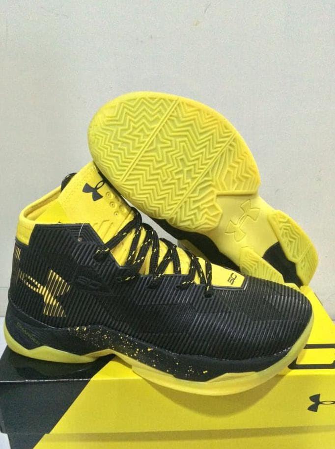 d5febb8f00c7 Jual Sepatu Basket Under Armour Curry 2.5 Dark Knight   Nike   Kyrie ...