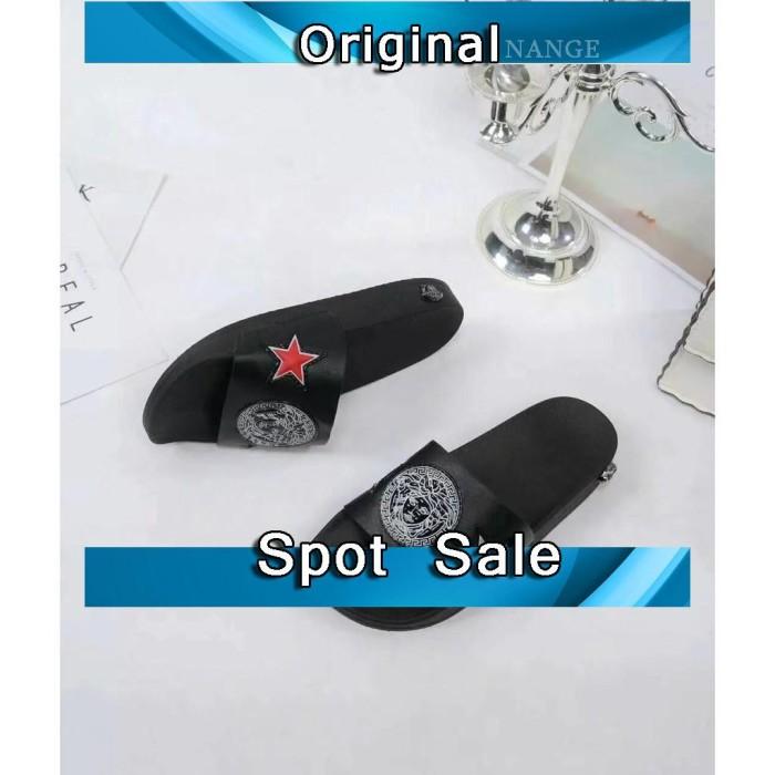 Sepatu Slip On Pria Wanita Model Versace Motif Logo Bintang untuk Mus 98b6a929c2