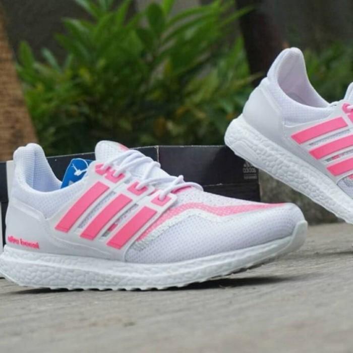 18e1ba585 Sepatu Olah Raga Wanita Adidas Ultra boost women Casual Spor Grade Ori -  Putih Gold
