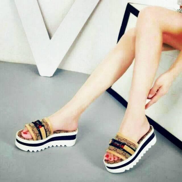 57e632b2ca12 Harga Sandal Wedges Wanita Motif Gucci Harga Rp 79 000