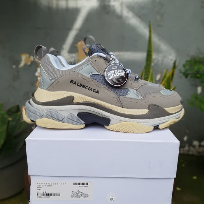 427d1ff25b1 Jual SEPATU BALENCIAGA TRIPLE S TRAINERS GREY UNAUTHORIZED AUTHENTIC ...