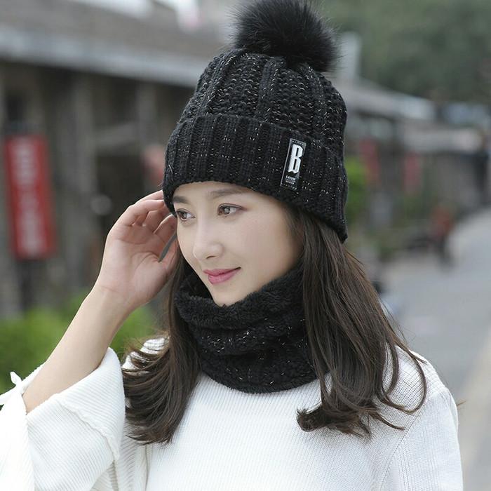 Harga Jual Topi Kupluk Syal Winter Musim Dingin Wanita Dengan Fur Di ... e5d2b41411