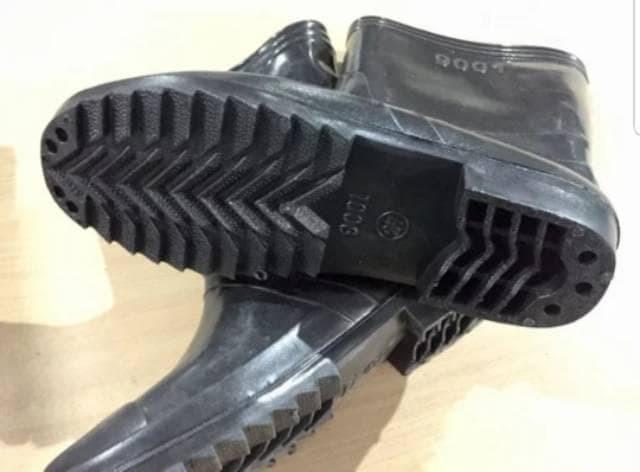 Jual HARGA SPESIAL!!! Sepatu boot Jeep pendek bot hitam karet anti ... 30e7dd7688