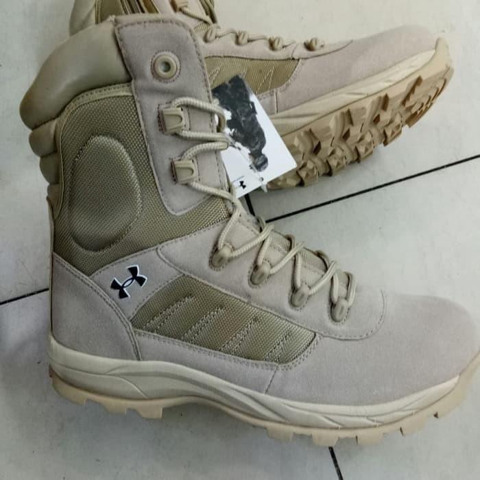 Daftar Harga Terbaru Under Armour Sepatu Terbaru 2019 Cek Murahnya ... fd6edeae7a