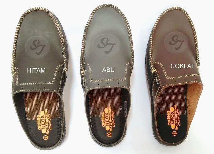 Jual Sepatu Crocs Ardiles Money Vesto Slip On - smileshoes  3d2a978df5