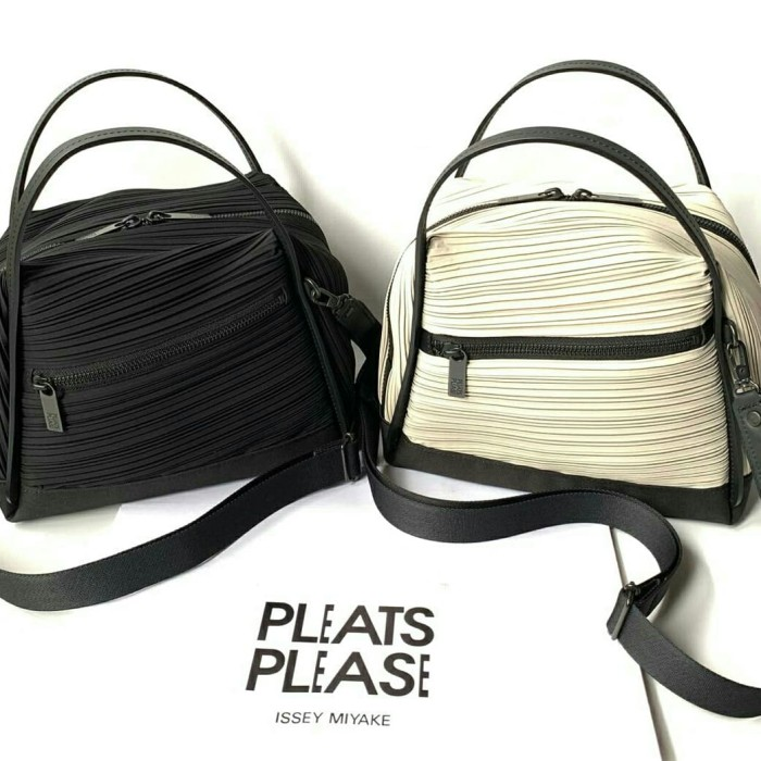 268ab550b2 Jual Pleats Please Issey Miyake - Bias Pleat Crossbody Bag - DKI ...