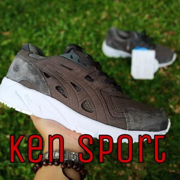 Sepatu Asics gel DS Trainer III sepatu olahraga sneakers Sepatu Pria. Toko  dalam status moderasi 345e6a1fbc