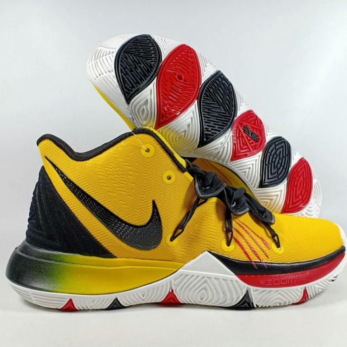 official photos d75e7 4d8cb Jual Sepatu Basket Kyrie 5 Bruce Lee Replika Impor - TOKOMURAHsport |  Tokopedia