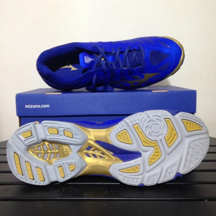 Harga Sepatu Olahraga Sepatu Volley Mizuno Wave Lightning Z4 Blue Gold Harga  Rp 1.239.000 073e54953d