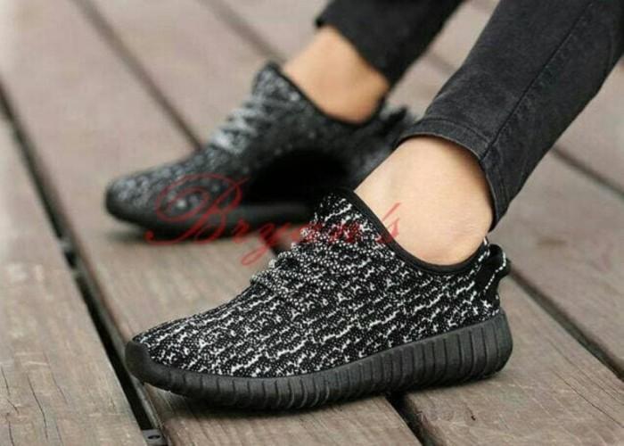 Jual Sepatu Tali Yeezy Loreng Hitam Sol Hitam Yessy Polos Hitam