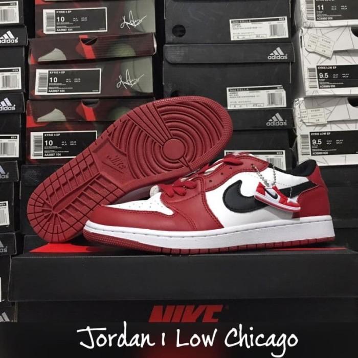 Jual Air Jordan 1 Low Chicago - Sepatu
