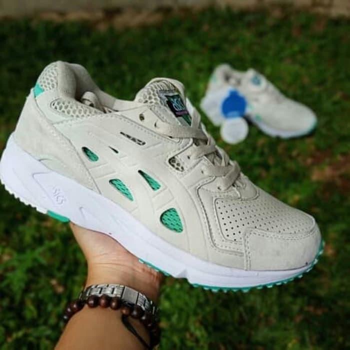 harga Asics gel ds trainer sepatu voly sepatu olahraga sepatu pria wanit  Tokopedia.com db0d83d136