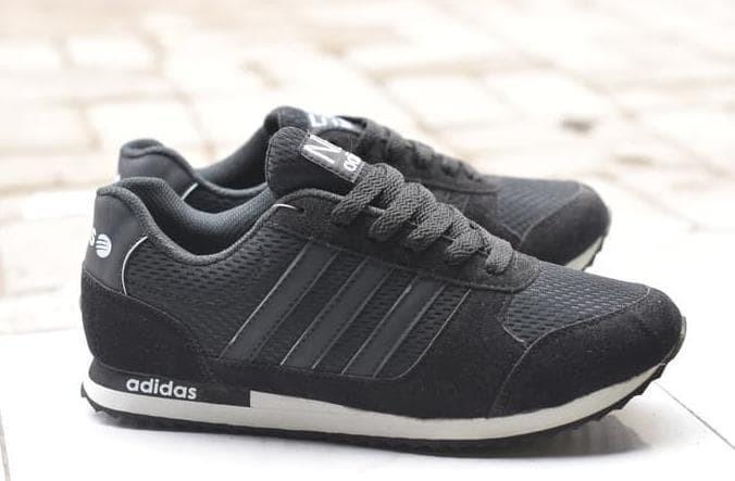 Jual Sale Sepatu Sekolah Adidas Hitam Polos Pria Running 9f33fa2fc0