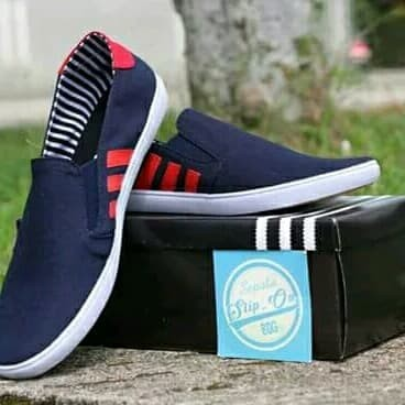 Foto Produk sepatu slip on Adidas navy list merah dari yans storee