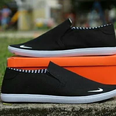 Foto Produk sepatu Slip on nike full black terlaris dari yans storee