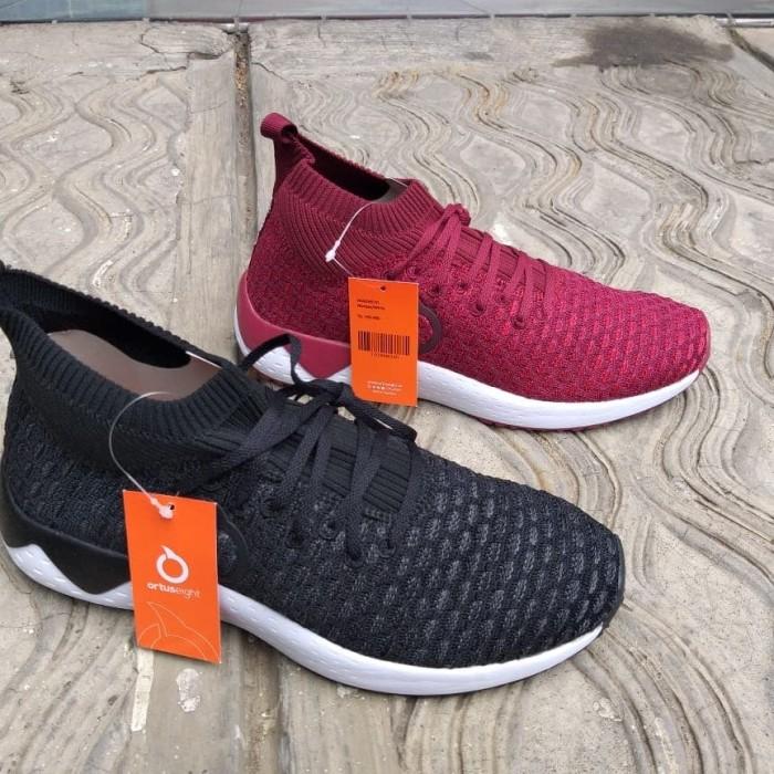 521a763ebcd Harga Jual Sepatu Sneakers Ortuseight Magneto Pd Sport Semarang Di ...