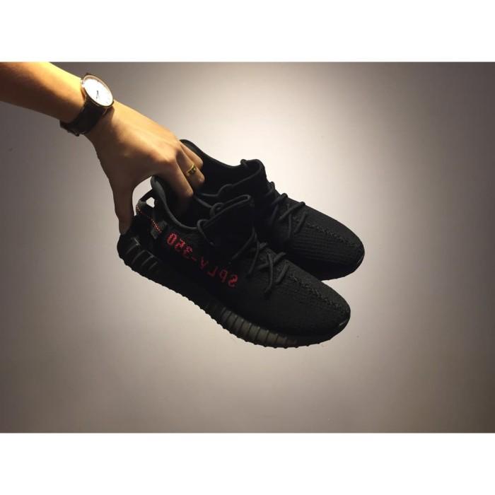 Sepatu Sport Pria   Wanita Sepatu Running Yeezy Boost Hitam - Tempat ... fdc0afc484