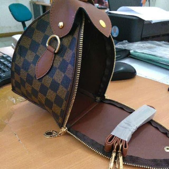 Jual Dompet Ketupat BONIA Triangle Kerucut Clutch Gucci LV Belimbing ... dbcf1bc7c9