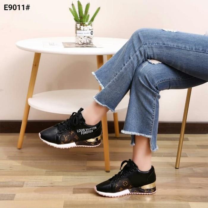 de8ab93ec3d Jual Louis Vuitton Run Away Women's Sneakers Shoes..... Kode E9011 - Kota  Batam - Lysa_Collection | Tokopedia