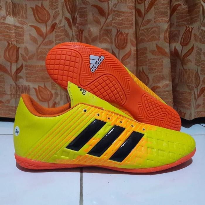 f9f7bd82407 Jual Sepatu Futsal Adidas New Predator Kuning Orange Komponen Futsal ...