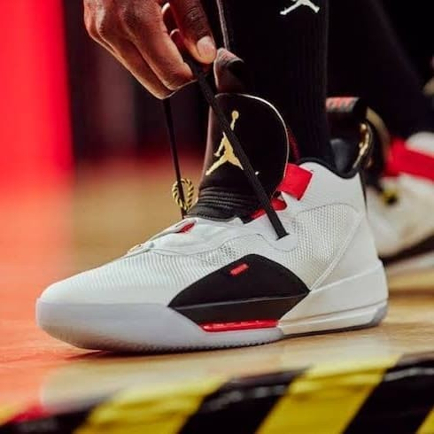 finest selection b70db 4289e Sepatu Basket Air Jordan 33 Future Flight