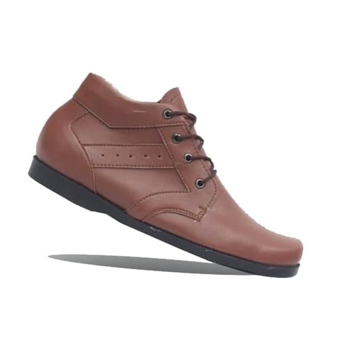 Jual sepatu pria casual terbaru Cevany casual keren bertali SNEAKERS ... b999a70d8a