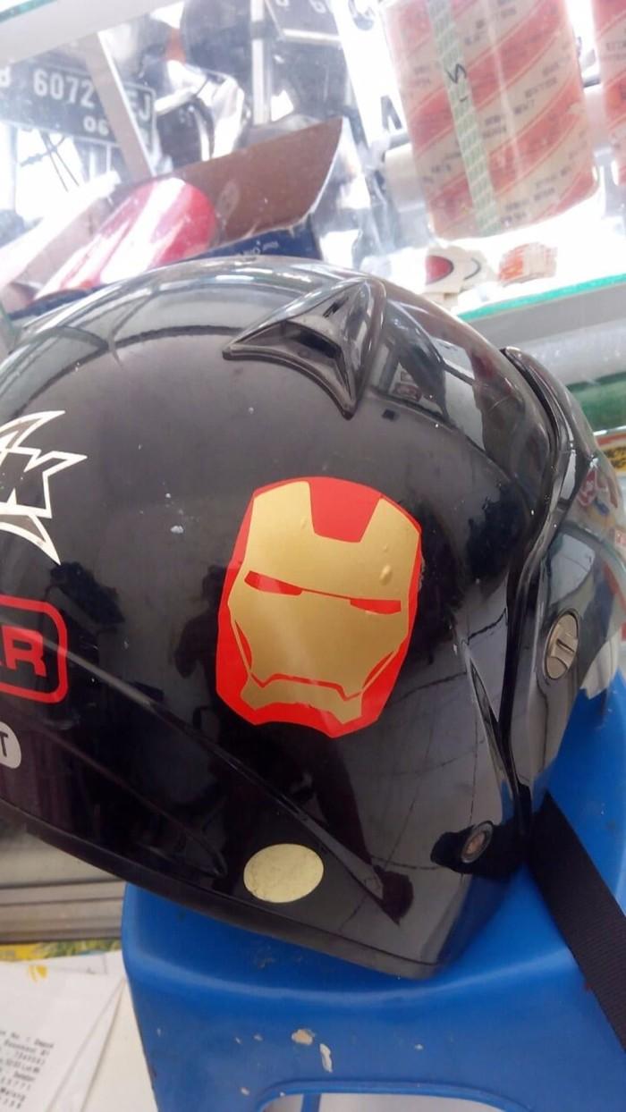 Cutting sticker iron man face kecil
