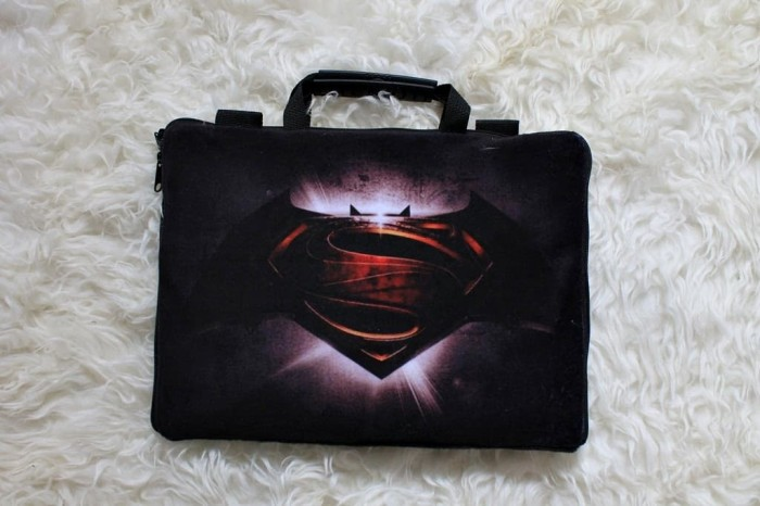 "Foto Produk Batman vs Superman Velboa Sablon 13""-14inch softcase tas laptop dari FaryuzFamouz-Softcase"