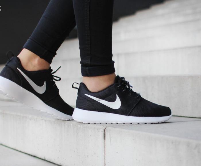 0f2a939e82f46 Jual Sepatu Nike Roshe Run Black White Premium Original Sneakers ...